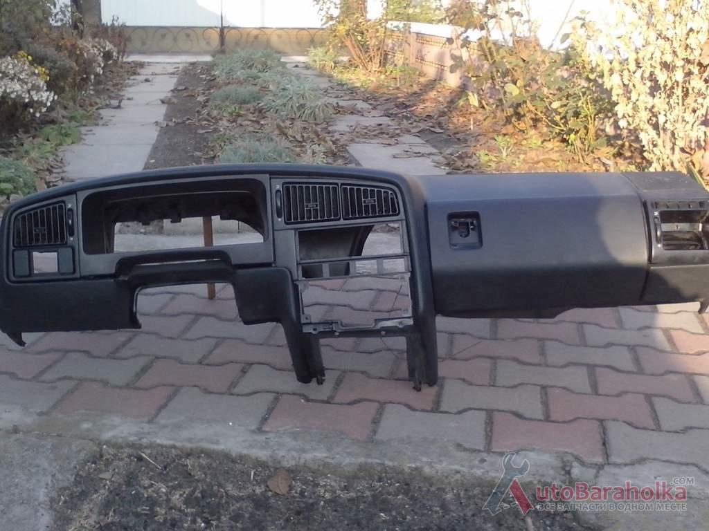 Продам Почти новая торпеда на Volkswagen б3 в отличном состояниии. Мягкая структура. -черная -без трещин КИЕВ